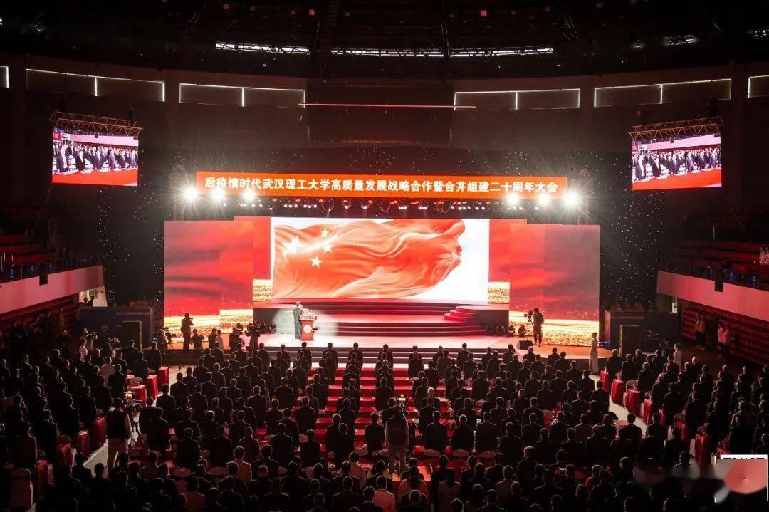 """昨天,武汉这所高校700名校友回校""""省亲"""",现场签下105亿!"""
