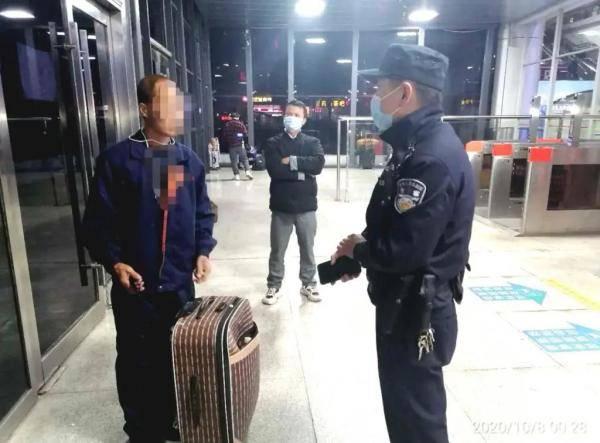 怀化一男子丢失贵重皮箱紧急报案,民警找到后满脸问号:就这?