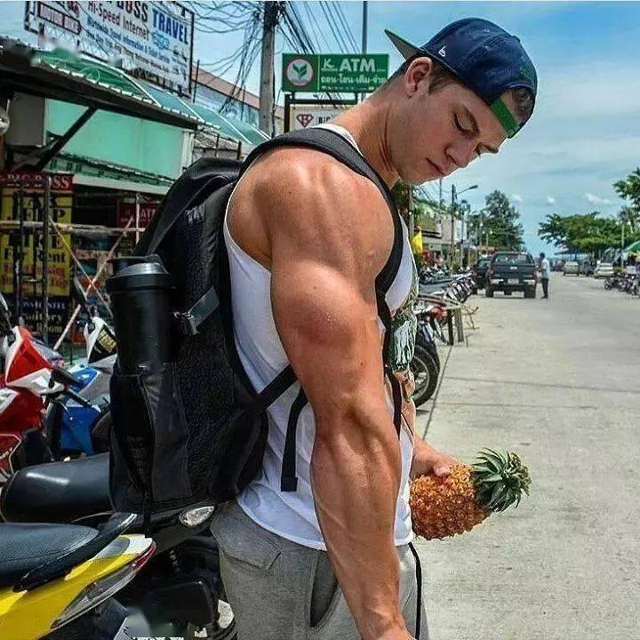 年仅21岁的肌肉猛男感冒后坚持健身,5天后出大事了!
