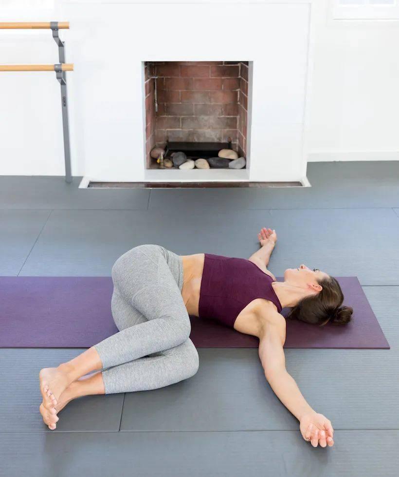 适合30-40岁女性每天练习的12个瑜伽体式,在家就能练(收藏级!)_功效