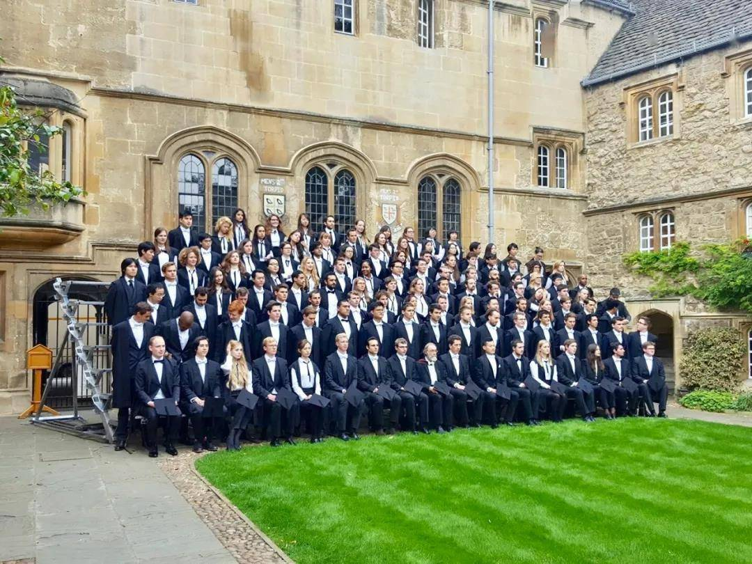 英法留学七年:法国太骄傲,英国又太礼貌