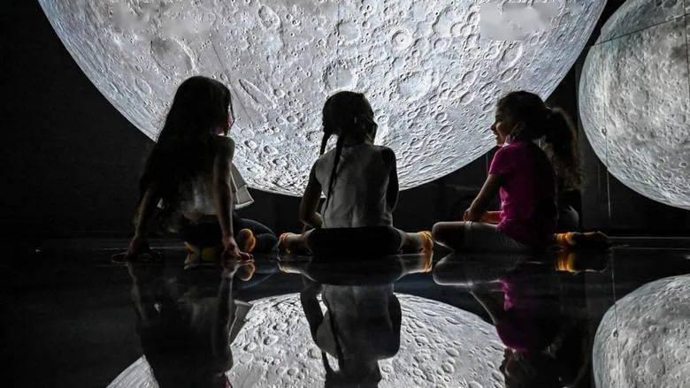 周末打卡必去!迪拜Al Quoz的月亮博物馆不容错过
