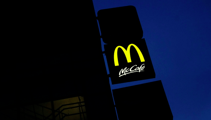 深圳麦当劳对一次性餐具收费0.5元,网友不干了