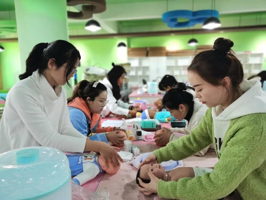 捷报比分:提高妇幼保健护士技术水平促进教师专业发展——系列妇幼保健护士培训