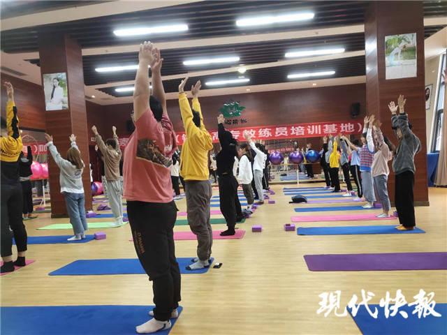 减肥可以拿到学分!镇江首家高校开设了减肥班,报名十分火爆。 高校开 减肥