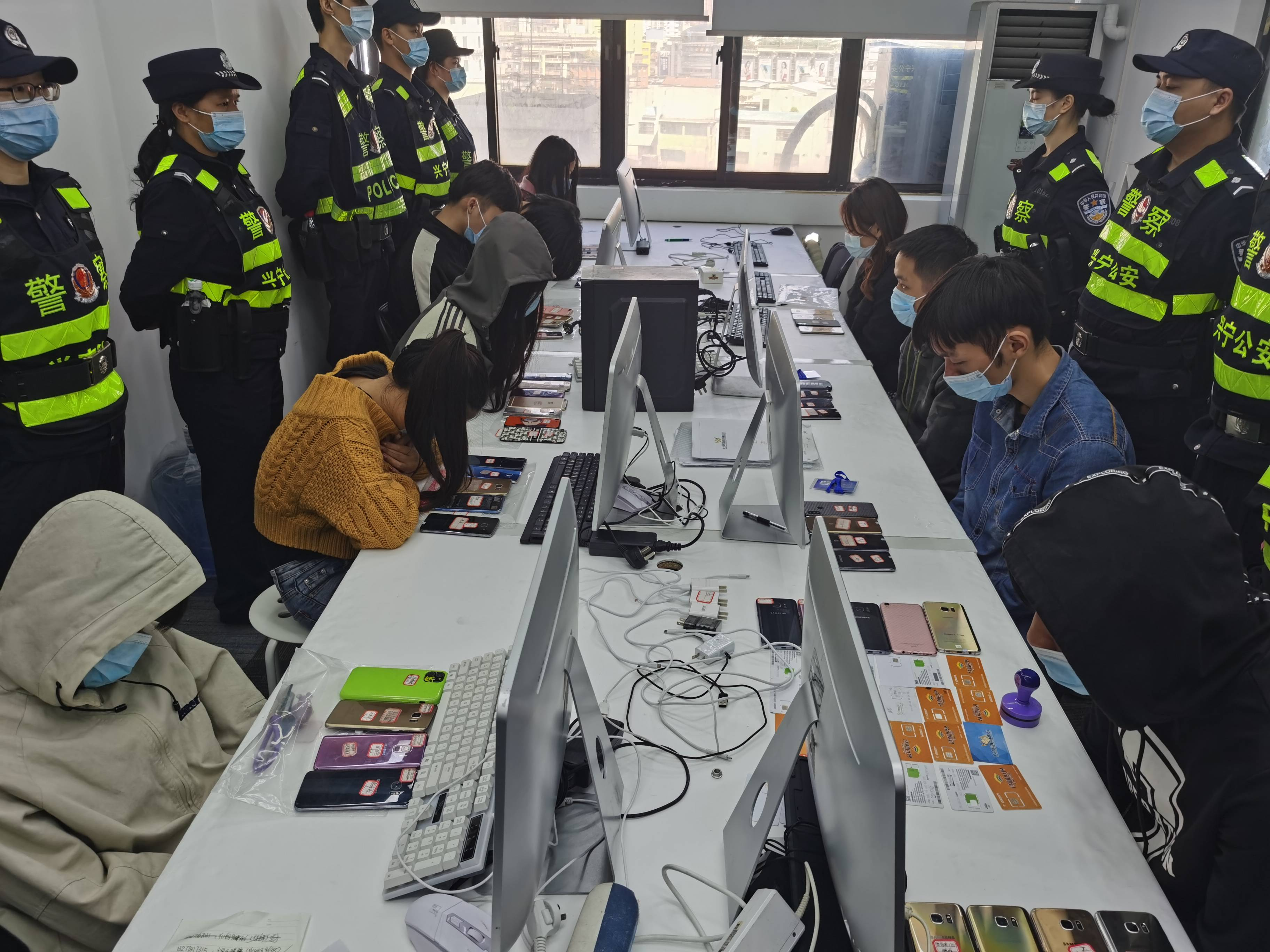 """广西南宁""""断卡""""行动抓获犯罪嫌疑人400余名"""