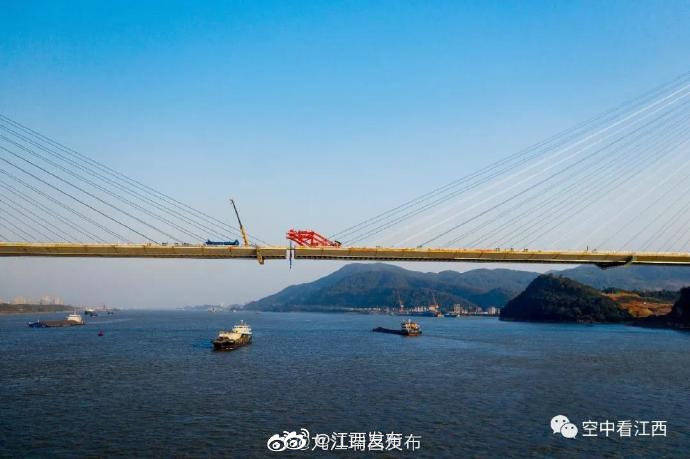 航拍武穴长江公路大桥成功合龙 江西瑞昌与湖北两地迈入同城时代