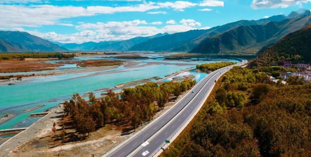 快看!这个季节,西藏的公路美极了……