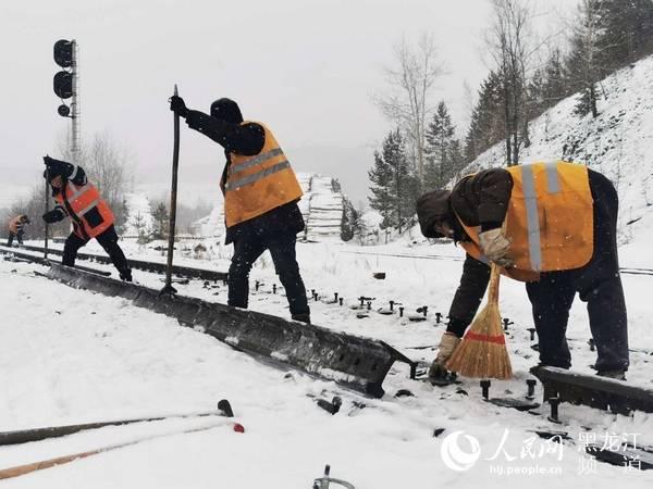 黑龙江北部持续降雪哈铁强化组织确保客货运输安全畅通