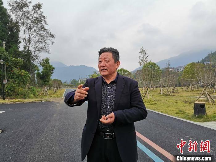 """江西乡村书记徐万年的创新脱贫路:农业产业化 村民变""""股民"""""""