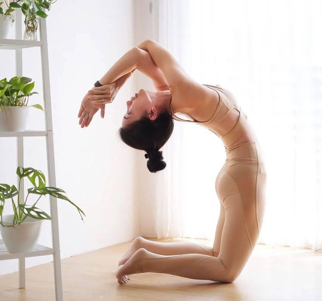 8 个瑜伽体式防止胸部下垂,效果杠杠滴!_胸腔