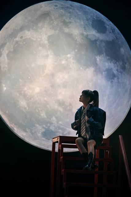 """华承妍单曲MV上线,""""回眸一笑""""展现编舞才华"""