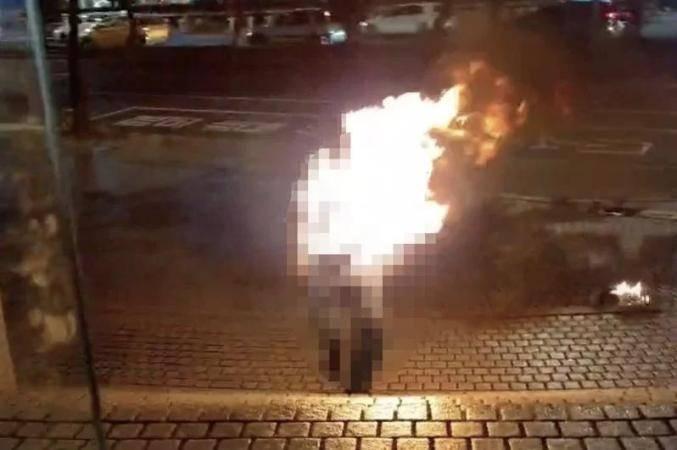 """台湾7旬老翁在中天电视台门口""""自焚"""",脸部及上半身二度烧伤"""
