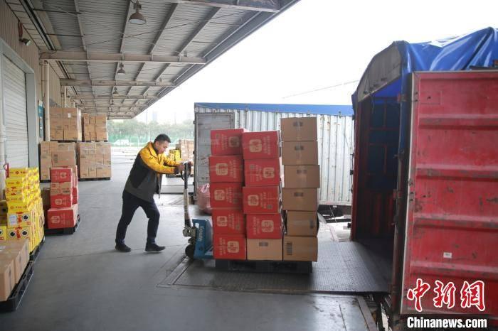 """疫情催热""""云购物"""" 义乌跨境电商呈现持续快速增长"""