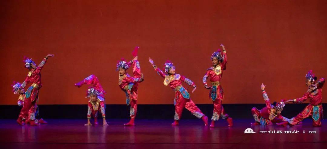 """2020年,国际""""桃李杯""""舞蹈大赛亚省艺术学院多次获奖,教学质量得到顶级大师的认可"""