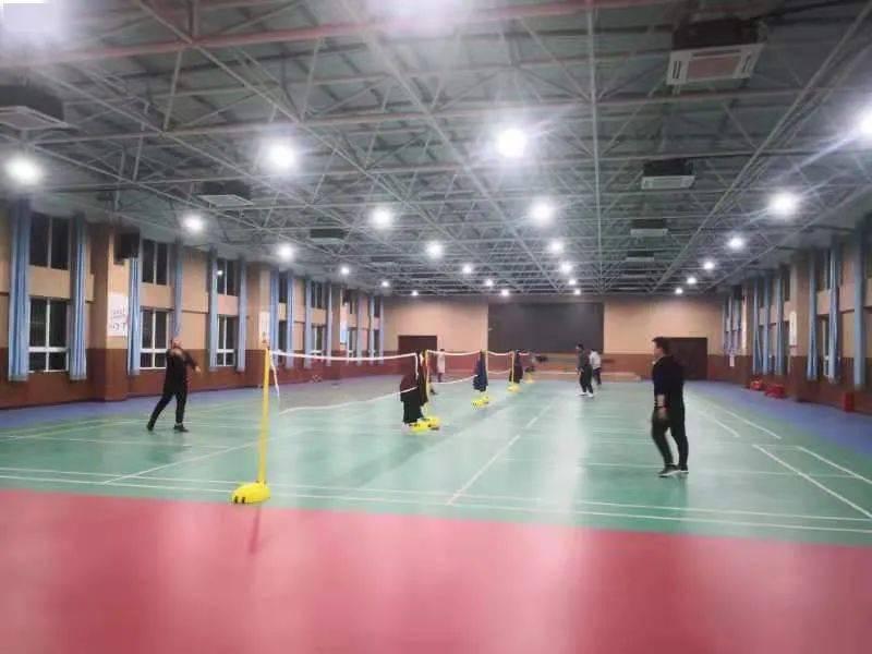 迎元旦教职工羽毛球,乒乓球比赛正式开赛