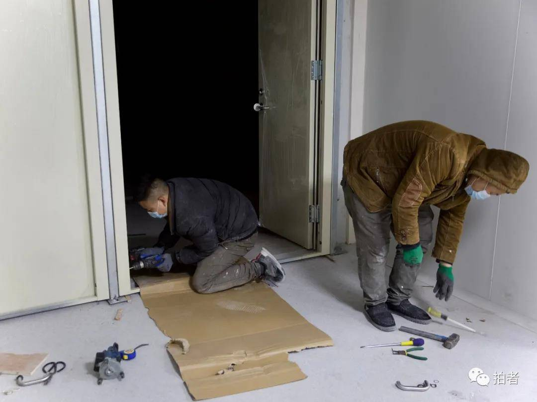 """住""""蓝领公寓""""的人:能有一张干净的床,就很满足了"""