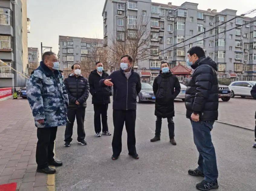 区人大常委会领导深入镇街督导检查疫情防控工作