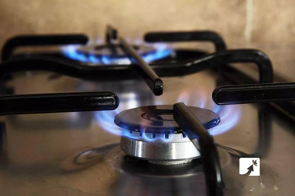 燃气灶打不着火,千万别用打火机!太危险了