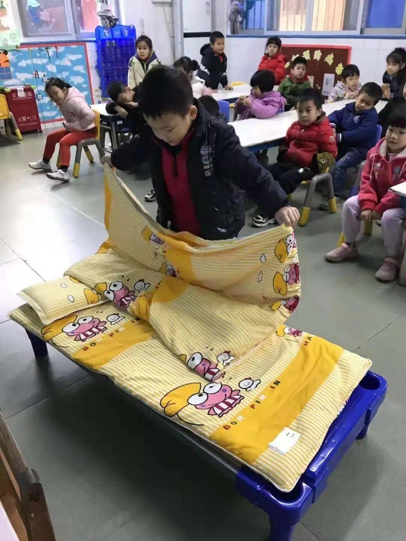 自理能力谁更强?沙尾一村幼儿园的萌娃说:我能、我行、我棒!