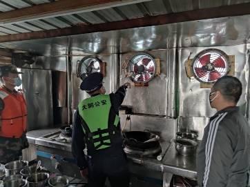 深圳大鹏新区开展海上联合执法检查