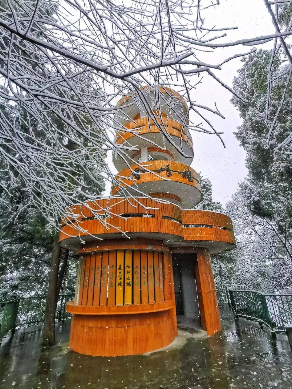 初雪如约而至,五峰山与你共赴白首