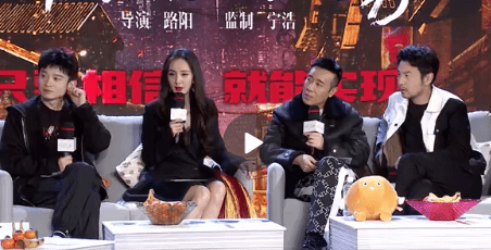 """34岁杨幂宣传《刺杀小说家》,造型似""""媚狐狸"""",发际线是硬伤"""