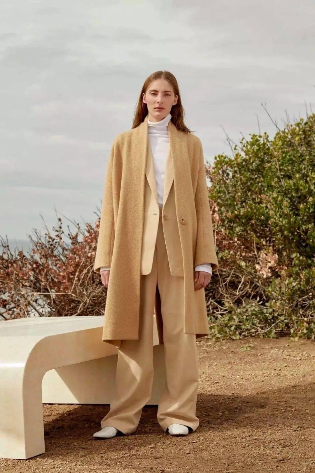 厚外套里面穿什么?这20件内搭很洋气