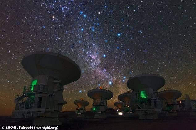 一个垂死的星系每年喷发出1万个太阳的气体,天文学界震惊了  第2张