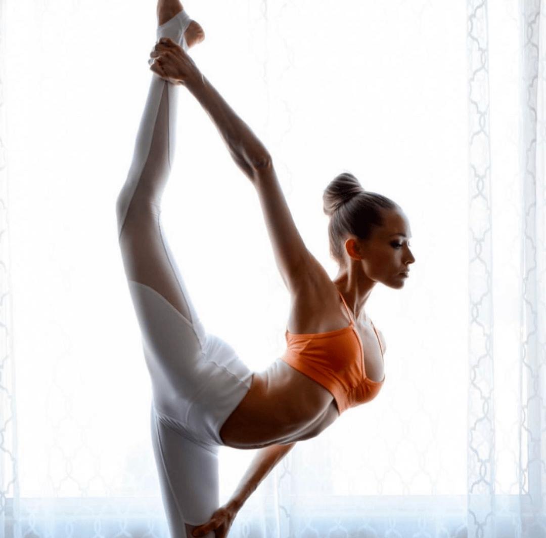 她坚持瑜伽 7 年,生完三胎依旧美如少女_Summer