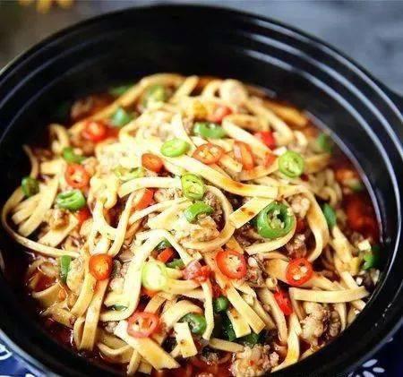家常菜,简单美味的肉末豆腐皮做法,健康的下饭菜,动手试试吧