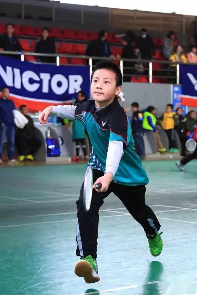 各年龄段打羽毛球的好处在此,您还有什么理由拒绝羽毛球呢?  第2张