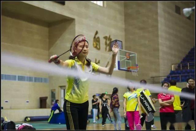 各年龄段打羽毛球的好处在此,您还有什么理由拒绝羽毛球呢?  第8张