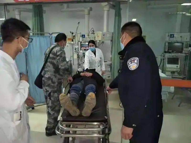 云南:男子透过窗户往里看,发现床上的人竟口吐白沫、意识不清!