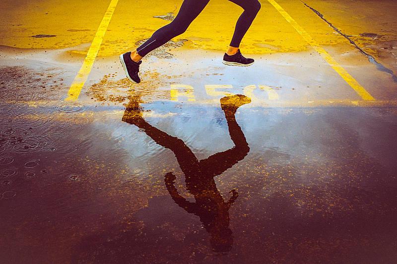 运动伤太可怕了,坚持进行运动的人,应该如何保护身体不受伤?_关节