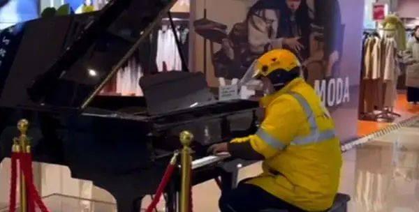 外卖员弹钢琴走红,看淡功利才有乐趣