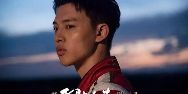 翻版《中国合伙人》?刘昊然新片造型太土味,仨主演他却没人认识