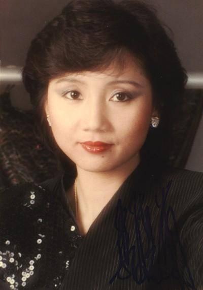 歌手张德兰现状(张德兰近期照图片)
