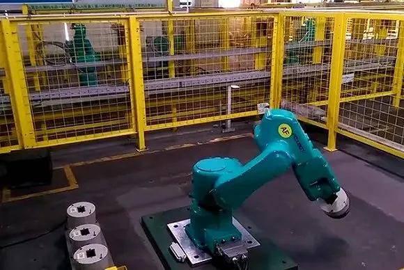 机器人造iPhone,苹果奋斗八年,还是败给了富士康工