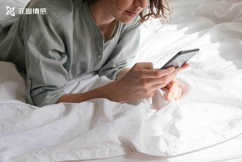 前任突然发信息要回吗?当你的前任突然给你发短信时,你该怎么办
