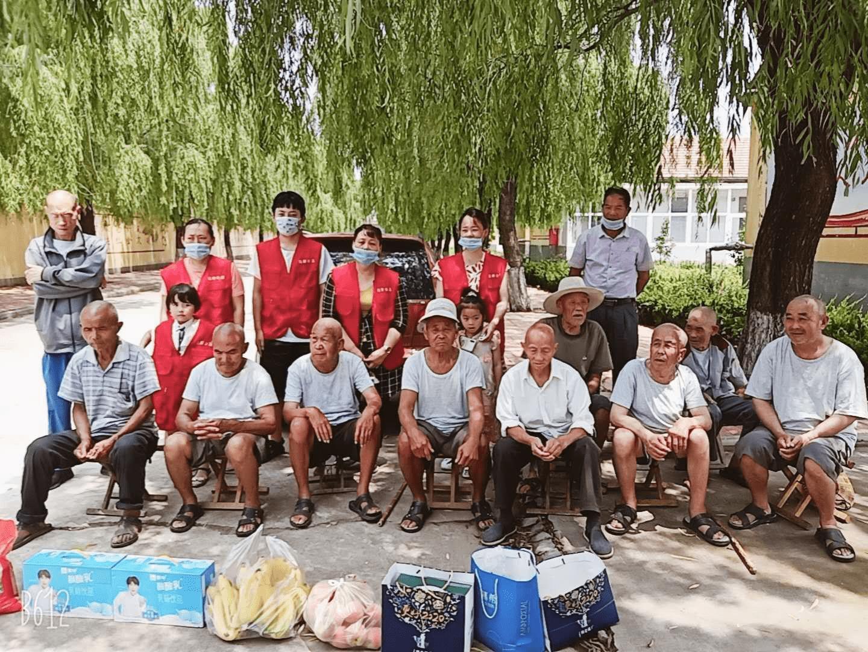 莒县连翠公益端午节开展敬老活动