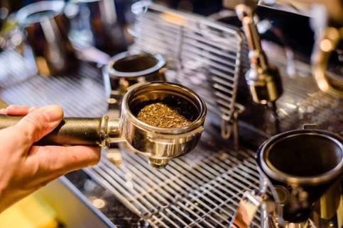 鲜奶与茶相得益彰,COMEBUY甘杯鲜萃奶茶做新式茶饮的颠覆者