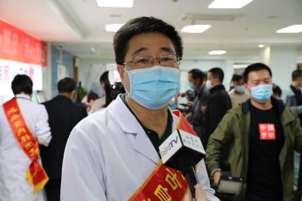 世界心脏日内蒙古自治区人民医院举办用心爱心义诊活动