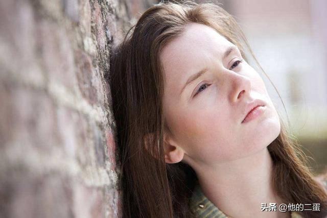 女儿喜欢上一个网友,很担心女儿被骗,作为父母该怎么做呢?