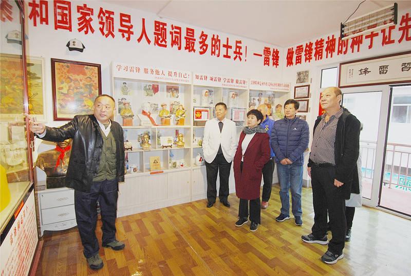 参观红色文化展览 受到震撼大获丰收