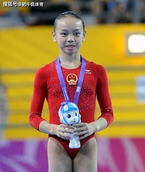 她是体操世界冠军,19岁因病退役,如今发育成顶级女神