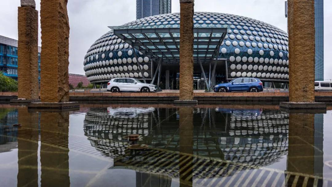 创新BMW iX3:豪华品牌纯电时代的可靠选择