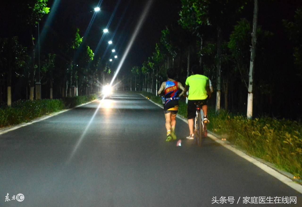 夜跑对身体有害吗(跑步最容易瘦哪里)插图(1)