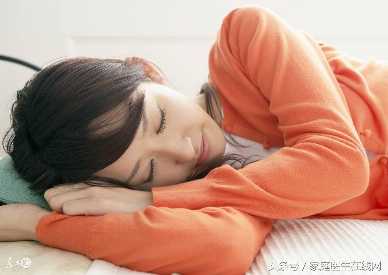 正确的枕头位置图(睡觉时应不应该用枕头)插图