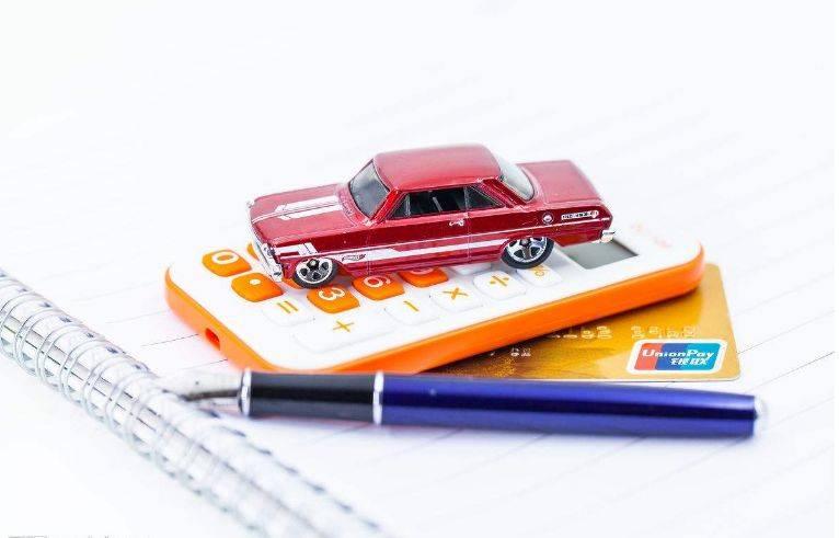 手里有多少钱才敢买车(月入多少能开30万的车)插图(1)